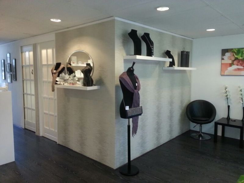 beautysalondanielle salon met cabines en make-up